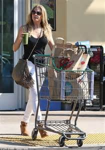 LeAnn Rimes squeezes into a pair of tight white jeans and
